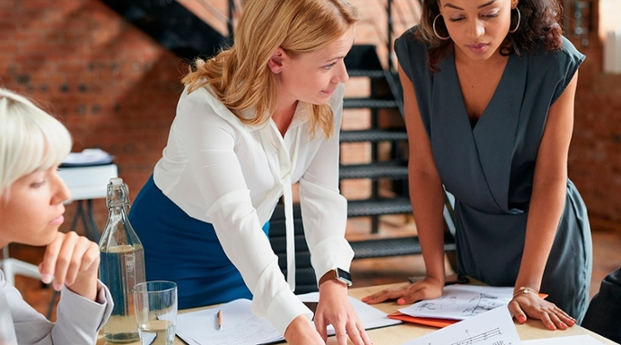 Descubra quais profissões as mulheres ganham melhor que homens